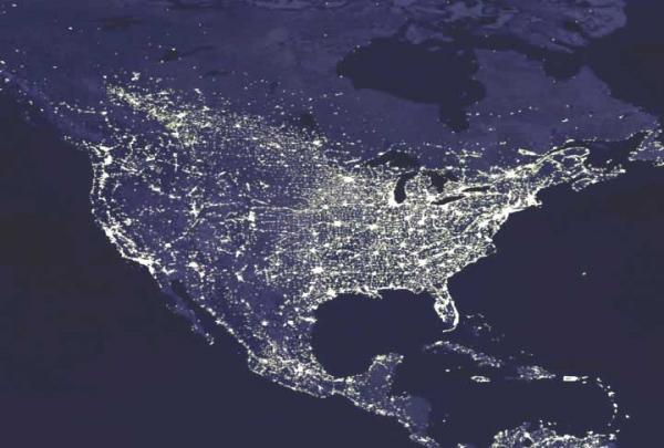 شبکهٔ سراسری تولید و توزیع برق در آمریکای شمالی با بیش از ۳۰۰ هزار کیلومتر خطوط توزیع فشار قوی (و هزاران کیلومتر خطوط توزیع شهری) احتمالاً بزرگترین ماشین ساخته شده توسط انسان است.